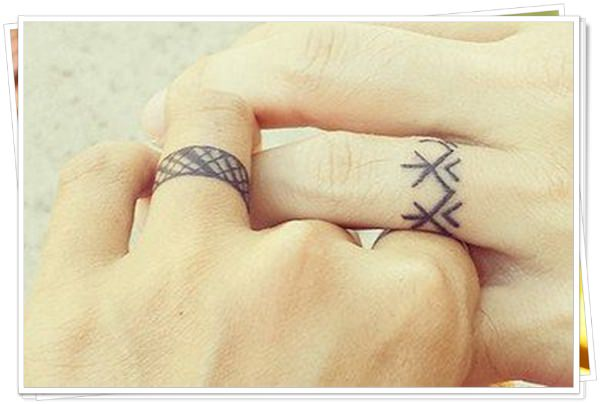 wedding ring tattoo in finger1